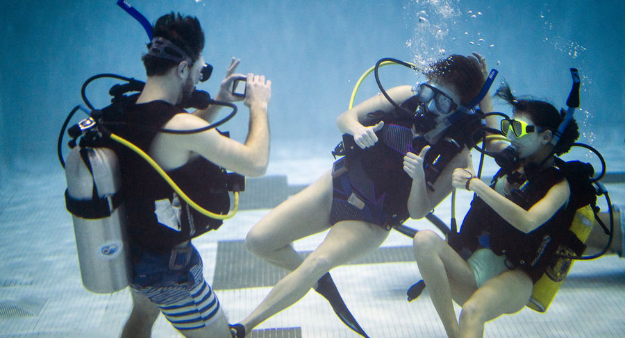 Students taking underwater photos during scuba class